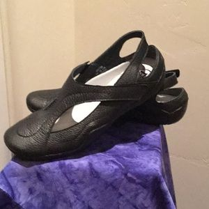 Women's propet leather shoes